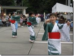 神岡民謡保存会様。優雅に踊ってみえます。